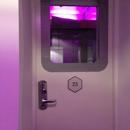 YOTEL London Gatwick Airport: Door