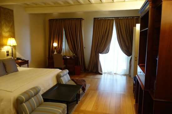 Rosewood Castiglion Del Bosco: Bedroom of Suite