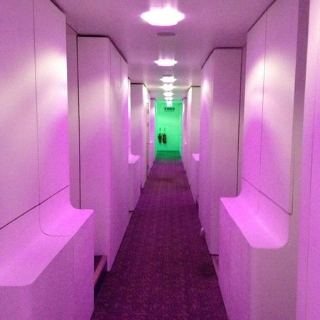 YOTEL London Gatwick Airport: Corridor