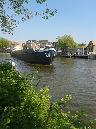Oostpoort : Каналы судоходны.
