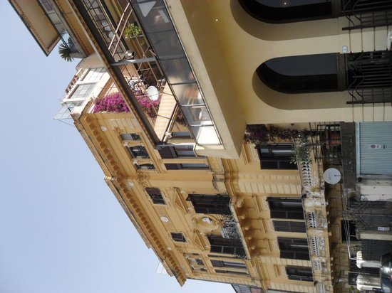 Hotel Cacciani: Hotel from ground level