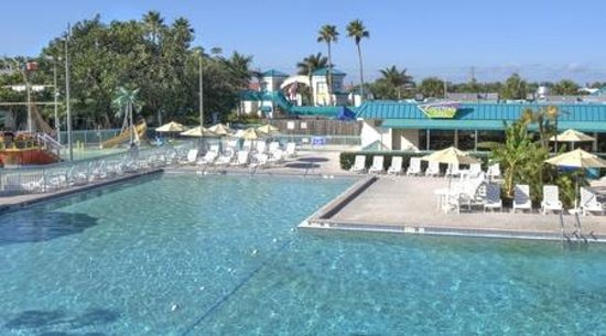 International Palms Resort & Conference Center Cocoa Beach: view from one of the upstairs room overlooking the pool