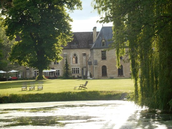 Abbaye de la Bussiere : view from the front garden(s)