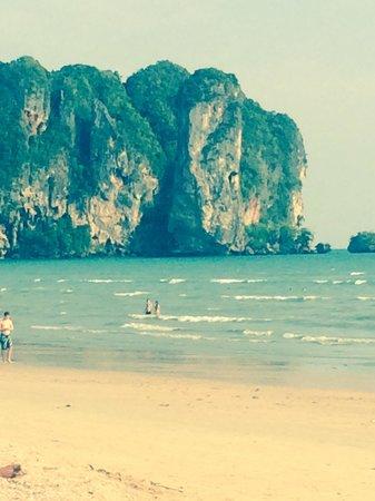 Aonang Villa Resort: The beach