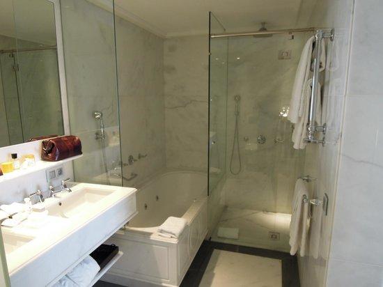 Majestic Hotel & Spa Barcelona: Junior Suite Bathroom