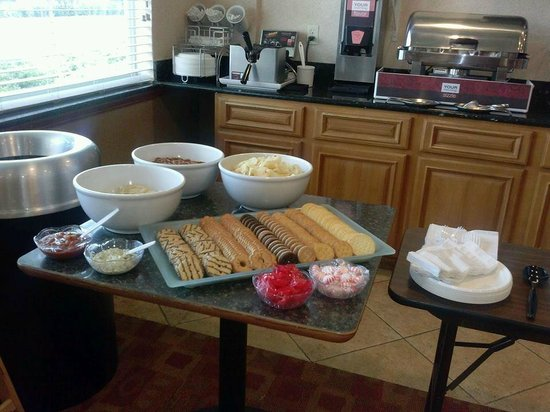 Comfort Suites Tampa Airport North: Managers Reception