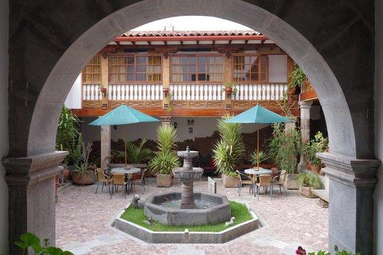 Hotel Rumi Punku: Hotel grounds