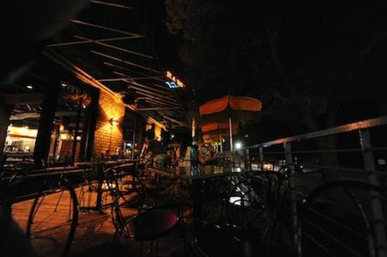 Vic's Dining: Vic's Patio