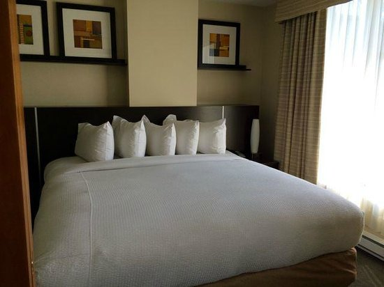 Embassy Suites by Hilton Montreal: Bedroom