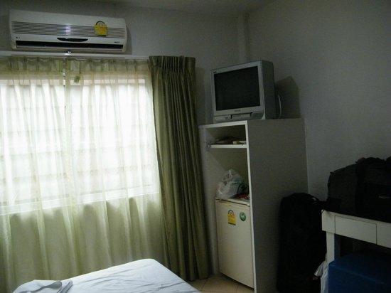 la fenêtre et coin télé - Picture of Preme Hostel, Bangkok ...