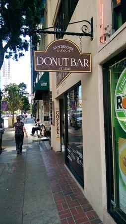 Donut Bar: Street view