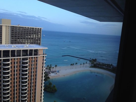 Ilikai Hotel & Luxury Suites: View from the top of the tower