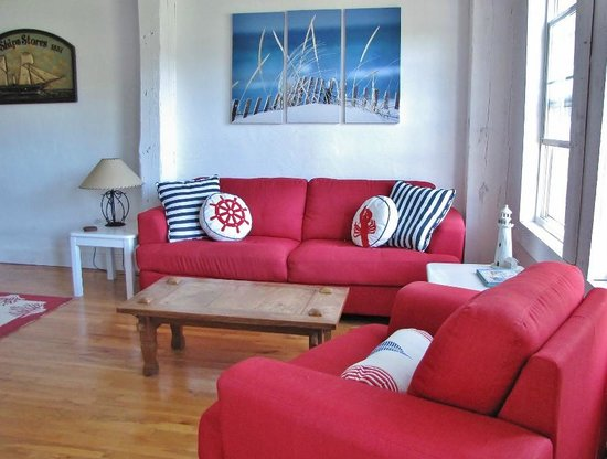 Larinda's Landing Oceanfront Cottages : comfortable furniture