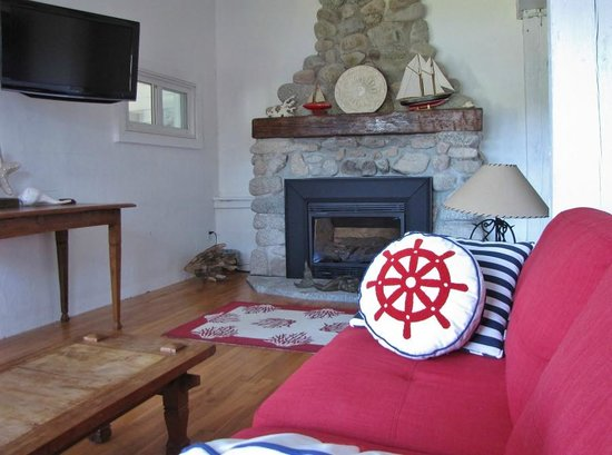 Larinda's Landing Oceanfront Cottages : Propane beachstone fire place - Crow's nest Cottage