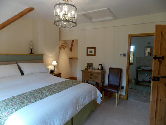 The Chance: Kiftsgate Room & ensuite