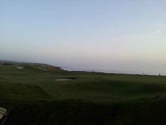 The Ritz-Carlton, Half Moon Bay : View of the 18th hole of the golf course