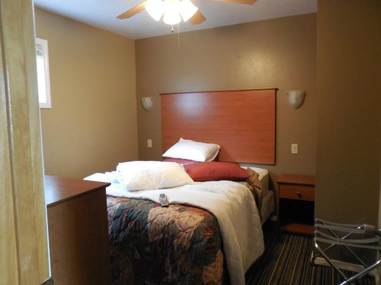 Nordic Inn and Suites: bedroom
