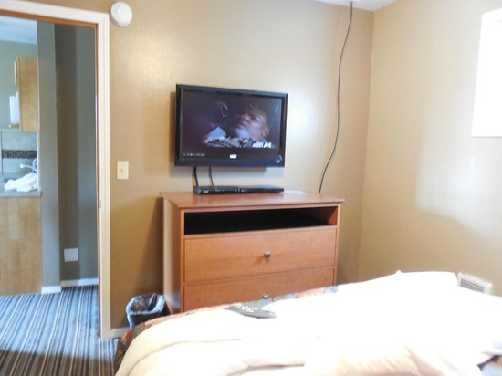 Nordic Inn and Suites: tv