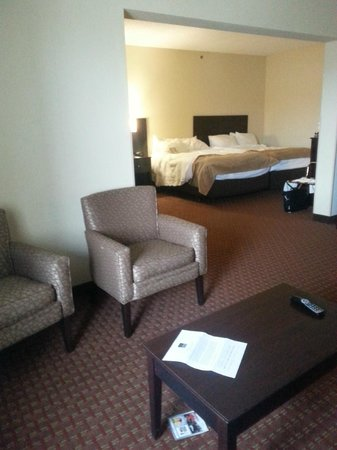 Comfort Suites: Bed with both beds pushed together