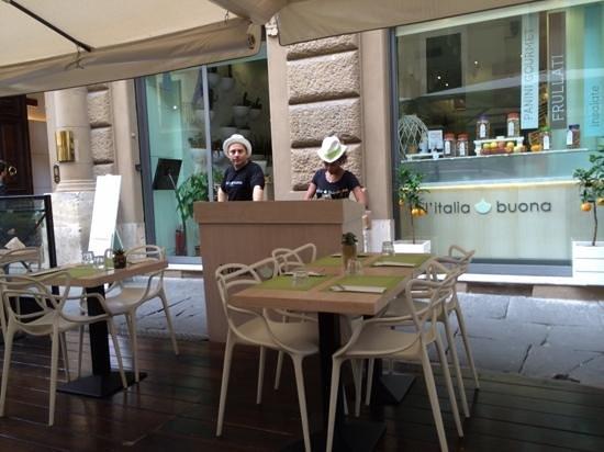 L'italia buona: Lunch stop near the Trevi. Friendly service.