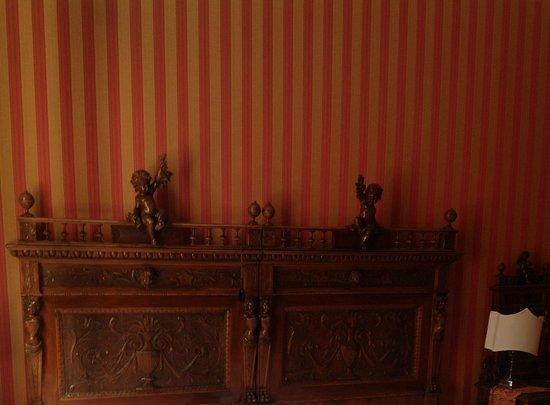 Metropole Hotel: кровать тоже произведение искусства