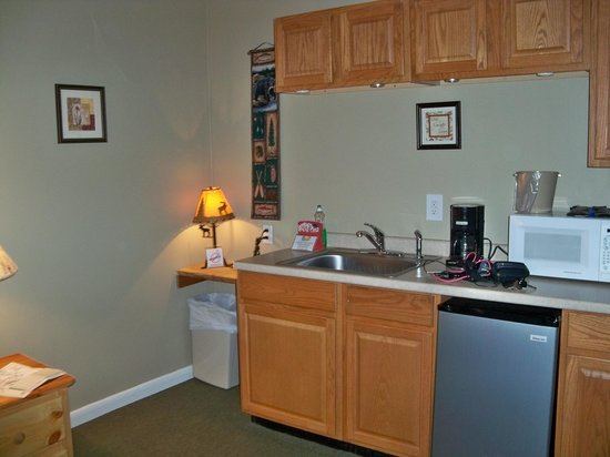 Mitchell's Lodge & Cottages, Inc. : Bar area