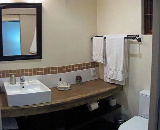 Mackaya Bella Guest House: My bathroom.