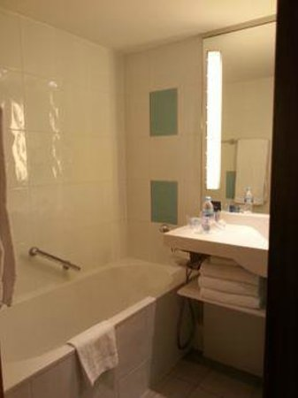 Novotel Brussels Grand Place : Baño y su bañera
