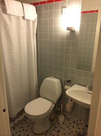 Hotel Nebo: Baño Completo en la Habitación