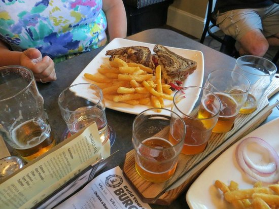 Obed & Isaac's Microbrewery and Eatery: Pub Food