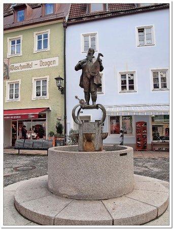 Altstadt von Fuessen: fontana 002