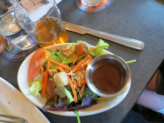 Obed & Isaac's Microbrewery and Eatery: Salad