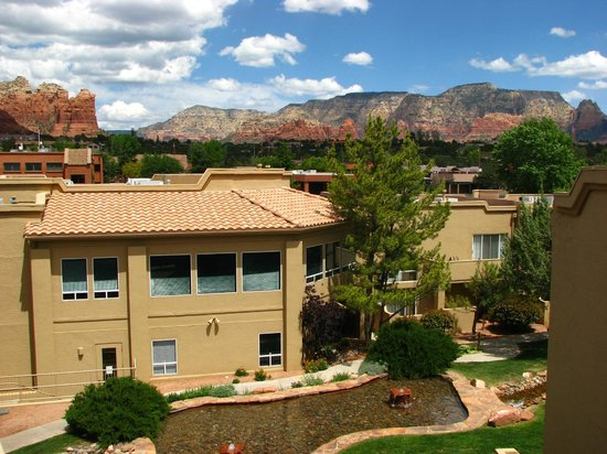 Sedona Springs Resort: A view of Coffee Pot Rock from the resort