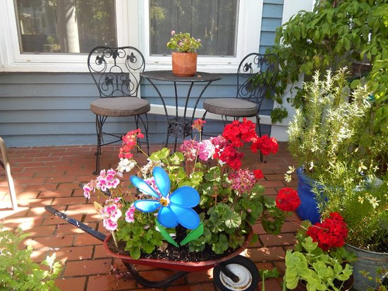 Plum Duff House: Flowers and bistro set on front porch