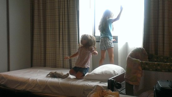 Wyndham Irvine-Orange County Airport: My daughters playing on the roll-away bed.