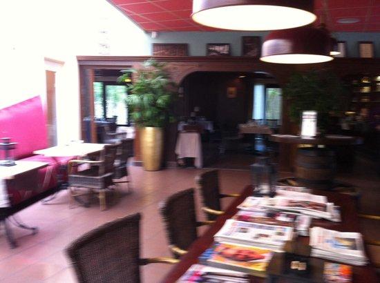 Hotel Het Witte Paard: У входа в ресторан