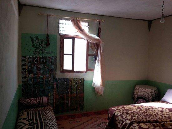 Auberge Isabel: Belle fresque sur le mur de la chambre du rez de chaussée