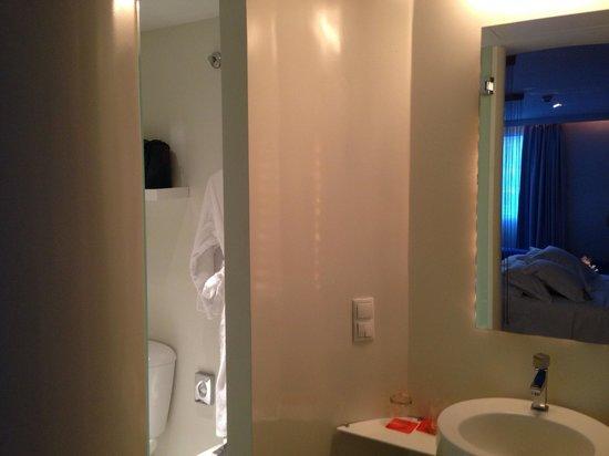 Hotel Room Mate Alicia: Baño