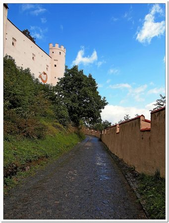 Altstadt von Fuessen: Fussen salita al castello