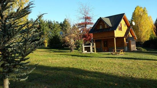 Cabanas La Montana: Afuera de la cabaña