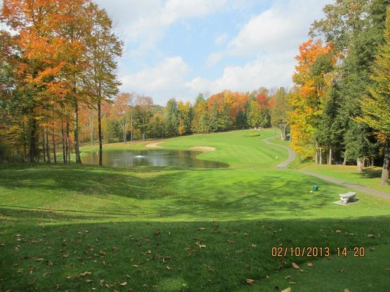 Stanstead, Kanada: fall scene of 14th hole, Par 3