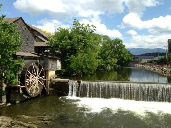 The Old Mill Restaurant : My pic of the Old Mill in TN!  With a iphone!  :)