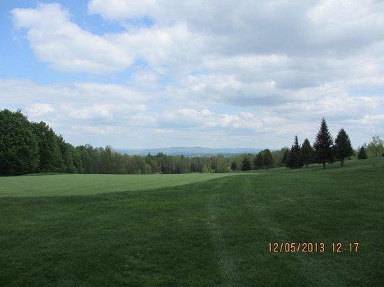 Dufferin Heights Country Club: view from the 6th green, uphill Par 4