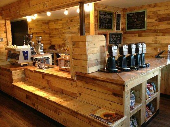Happy Creek Coffee & Tea: The cafe
