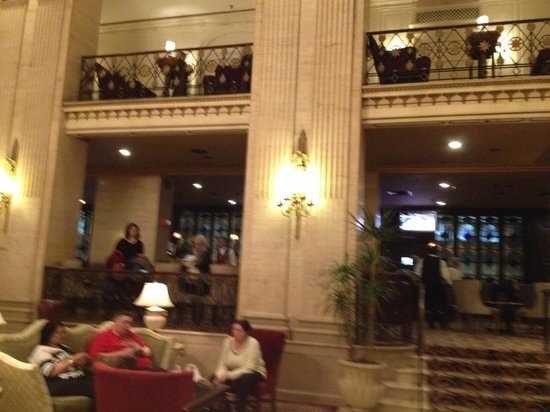 The Roosevelt Hotel : Hall y Bar