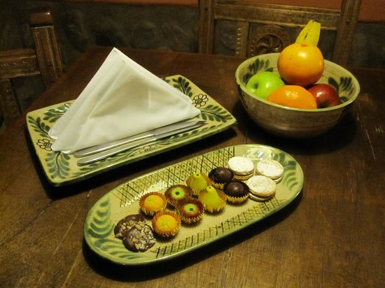 Sol y Luna - Relais & Chateaux: Petite fours and fruit greeted us in our room upon our arrival
