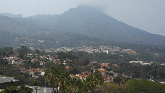 Crowne Plaza Hotel San Salvador: Vista de la habitacion