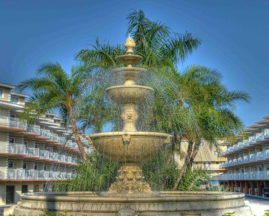Beso Del Sol Resort: The beautiful entrance fountain, a favorite spot for photos
