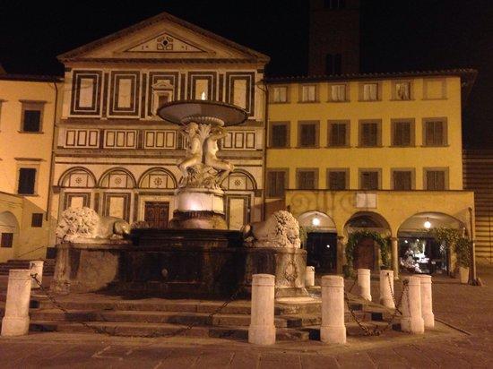 La Rondinella: Piazza Duomo