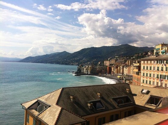 Hotel Cenobio Dei Dogi: Camogli and environs from the hotel